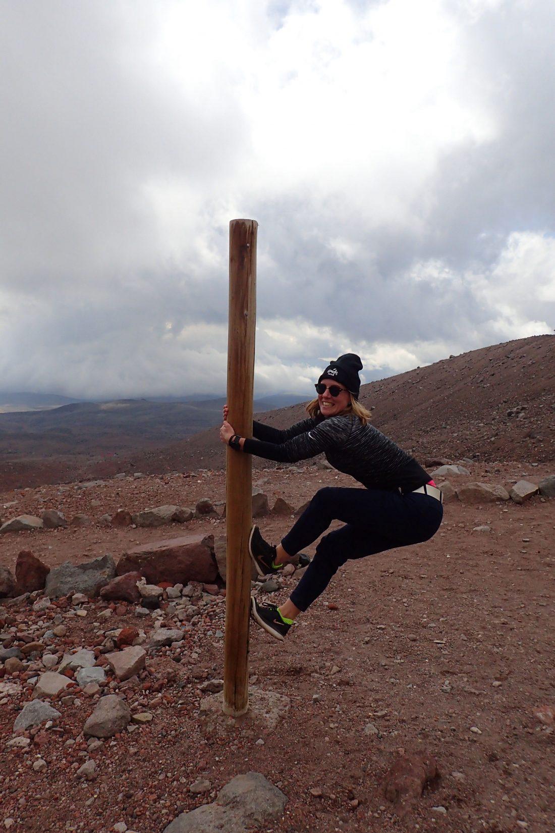 Tja ik en palen.. zelfs op 5100 meter hoogte klim ik er graag in! - Chimborazo - Wanderlotje