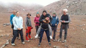 Groepsfoto - Walter de chauffeur op mijn rug - Chimborazo - Wanderlotje