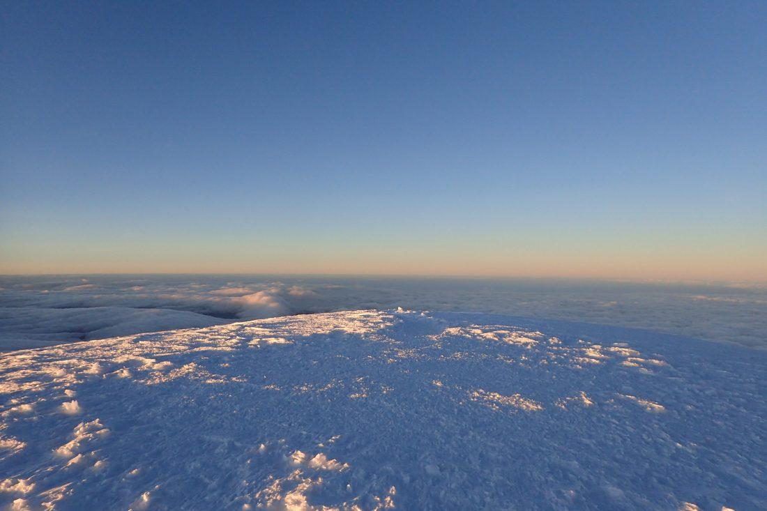 Nog eentje dan van de Whymper top - Sneeuw, wolken en zonlicht en een uitzicht waar je u tegen zegt - Chimborazo - wanderlotje